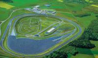 Полигон Bosch в Боксбурге скоростное кольцо, огромное асфальтированное «поле» спецдорог и извилистая трасса для проверки управляемости